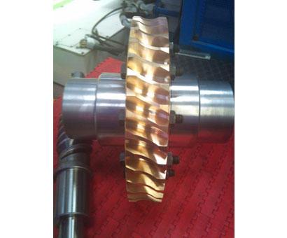 fabricacion pieza Corona de  bronce y eje sin fin de acero